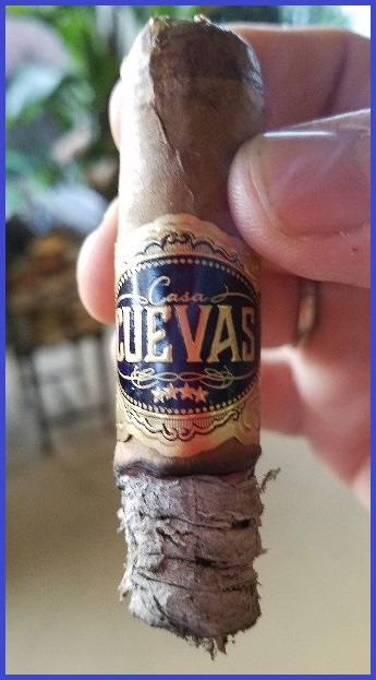 Casa Cuevas Connecticut Robusto 3.jpg